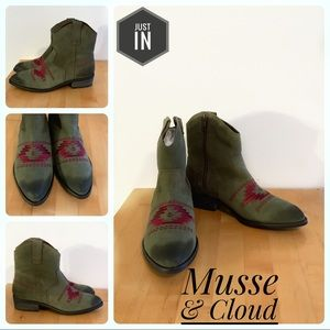 🆕Musse & Cloud By Anthro Green Boots Size 8